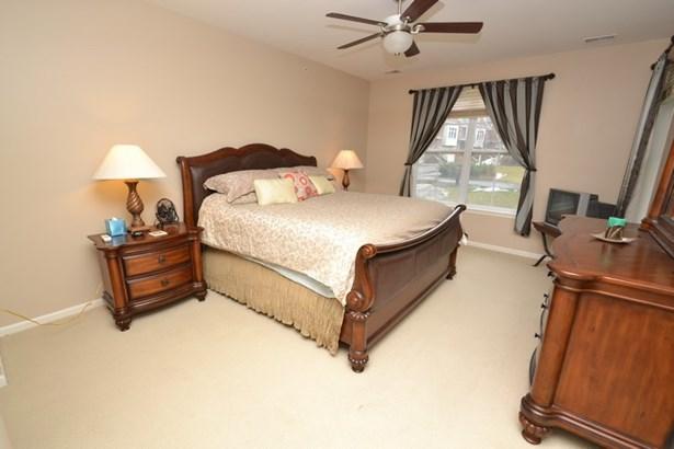Bedroom (photo 5)
