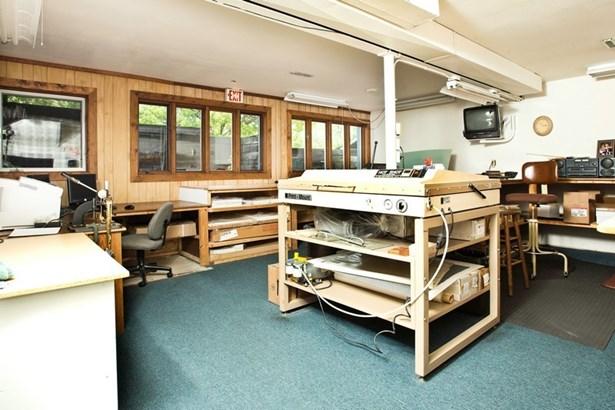 Office (photo 2)