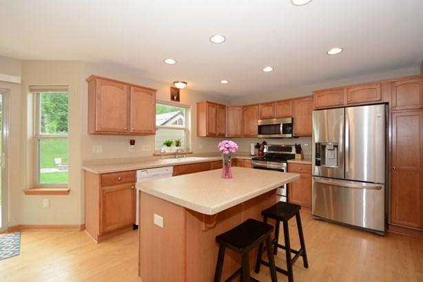Bright & Airy Kitchen (photo 2)