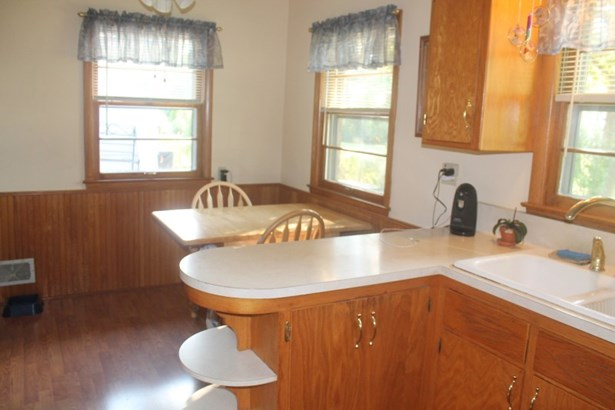 Kitchen-Inlcudes Appliances (photo 2)