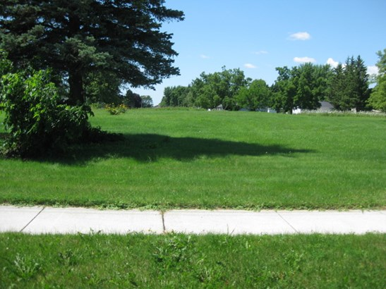 Sidewalks In (photo 3)
