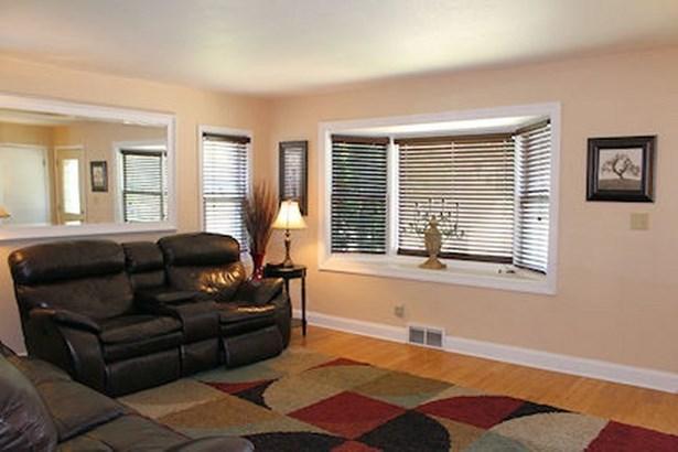 Living Room w/ Bay Window (photo 3)