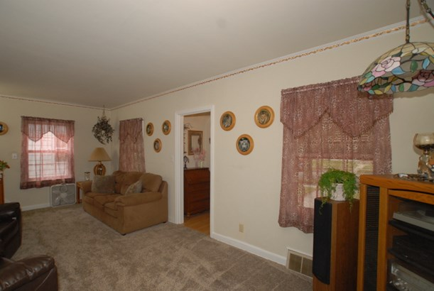 Living room view 2 (photo 3)