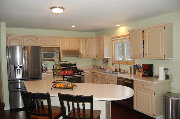 Kitchen Includes Appliances (photo 3)