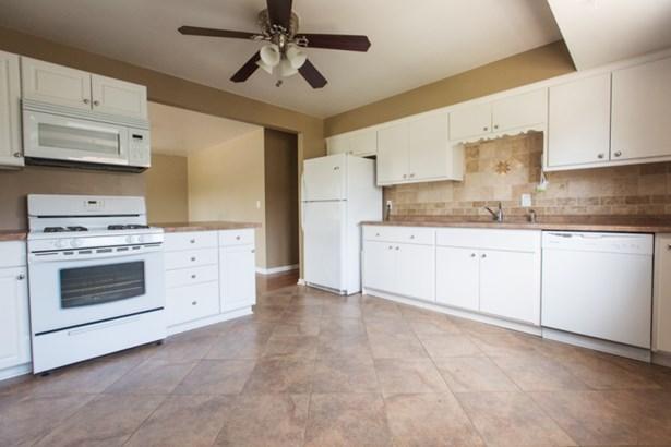 Kitchen in upper (photo 2)