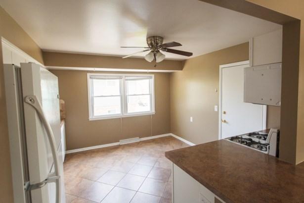 Kitchen in upper (photo 3)
