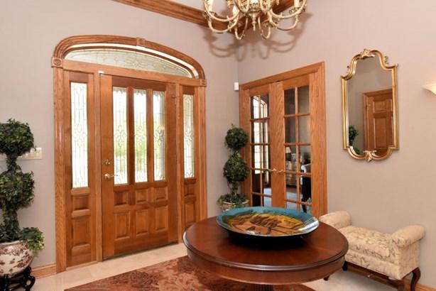 Entry Foyer (photo 4)