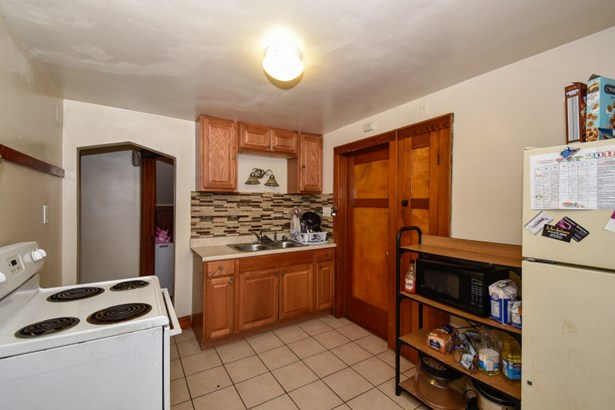 Lower Living/Dining Area (photo 5)