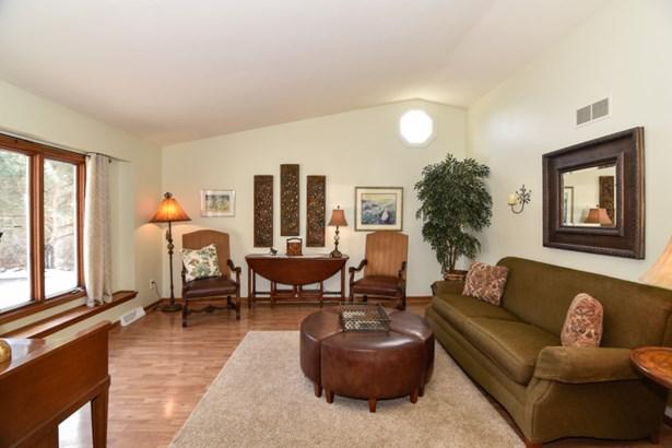 Beautiful Living Room (photo 3)