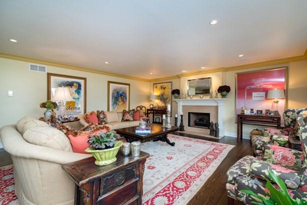 Stunning living room (photo 3)
