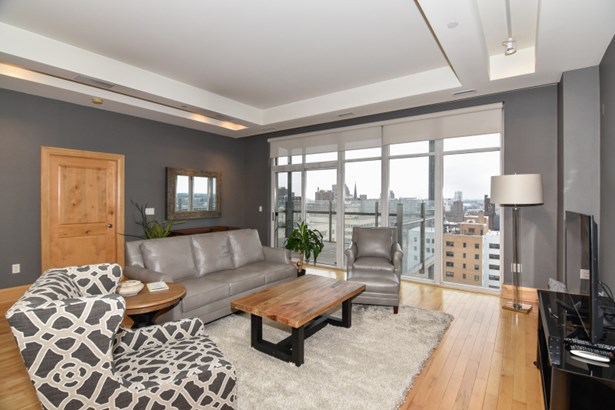 Gorgeous living space (photo 1)