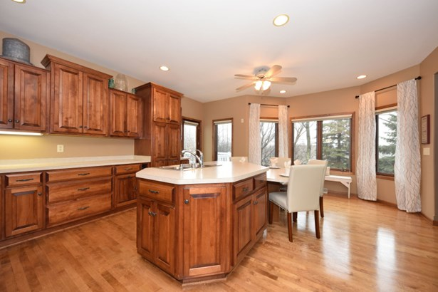 Maple Floors and Cabinets (photo 5)