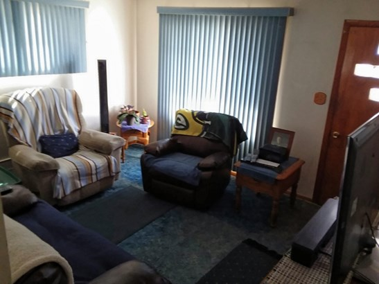 Living room - natural light (photo 4)