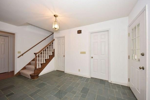 Large Foyer (photo 3)