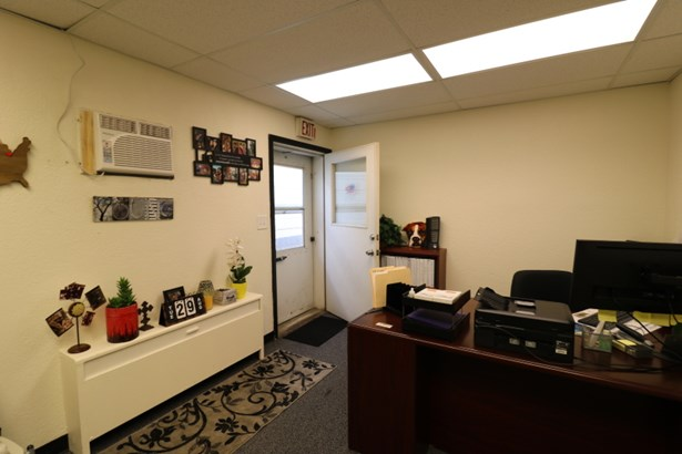 Office Space (photo 4)