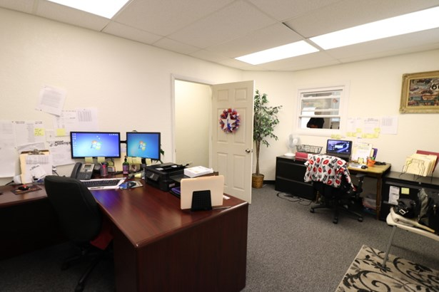 Office Space (photo 5)