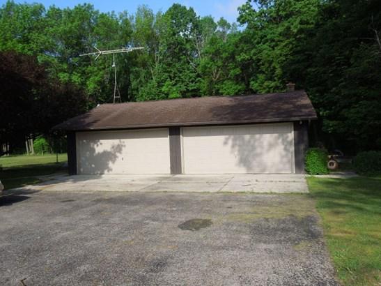 5+ Car Garage (photo 3)