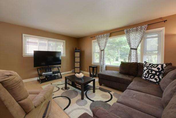 Upper living room (photo 2)
