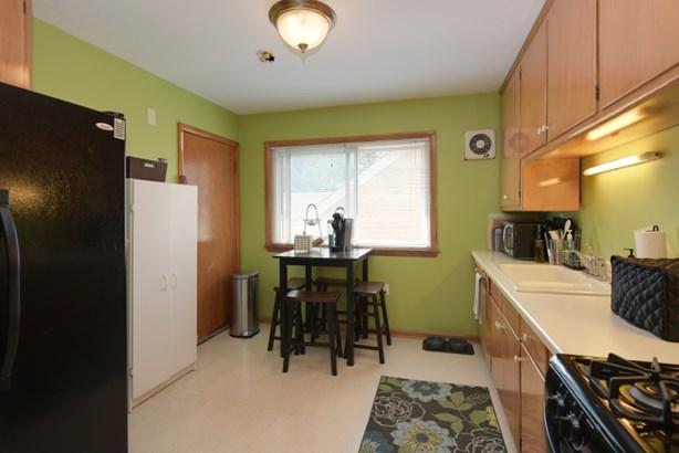 Upper kitchen (photo 4)