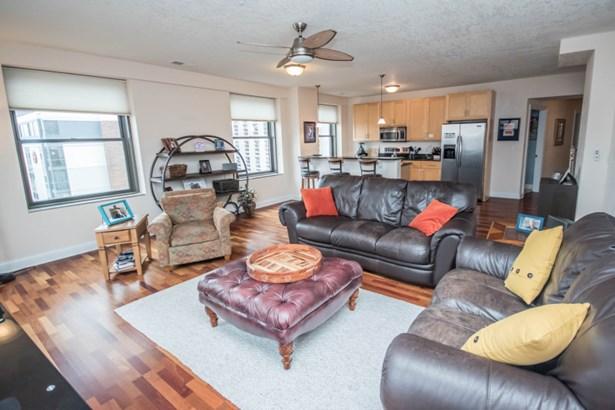 Large Living Area! (photo 3)