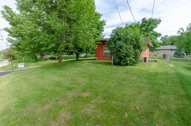 large yard (photo 3)