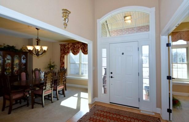 Elegant Foyer (photo 2)