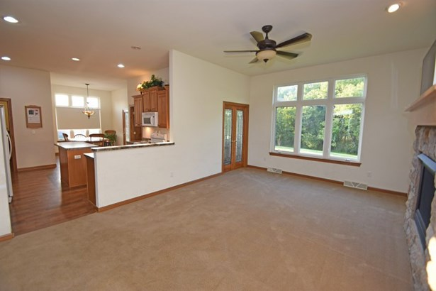 GREAT ROOM - TALL CEILINGS (photo 4)