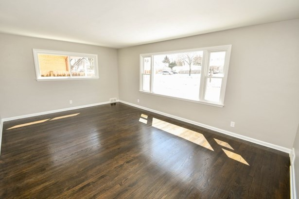 Main Floor Living Room (photo 2)