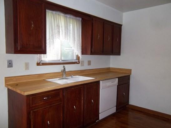 Kitchen sink side (photo 4)