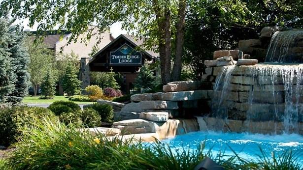 Lodge exterior (photo 1)