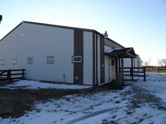 Pole Barn (photo 1)