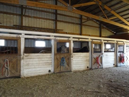 Stalls (photo 5)