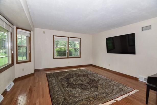 Living Room w/Hardwood Floors (photo 3)