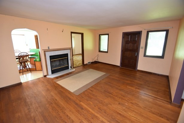 Living Room with Foreplace (photo 4)