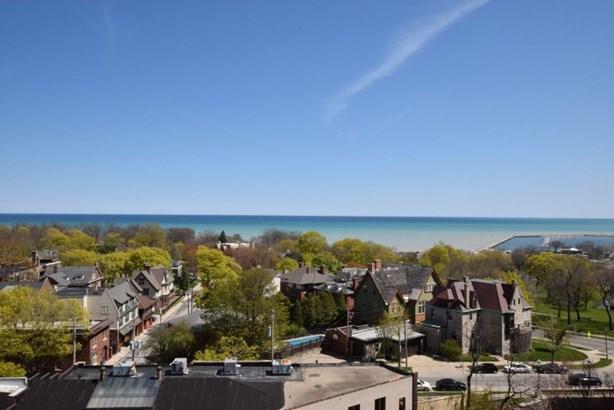 Fantastic lake views! (photo 1)