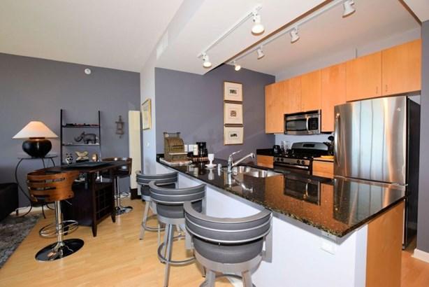 Breakfast bar/updated kitchen (photo 4)