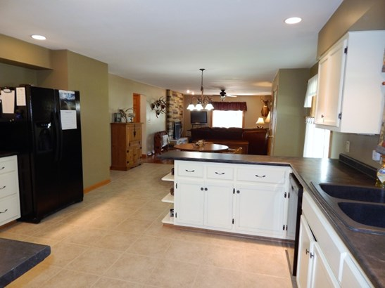 Bright and Airy Kitchen (photo 4)