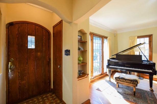 Lannon Stone & Brick Home (photo 2)