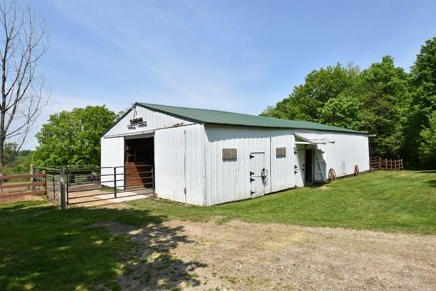 30 x 60 Pole Barn - 6 Stalls (photo 3)