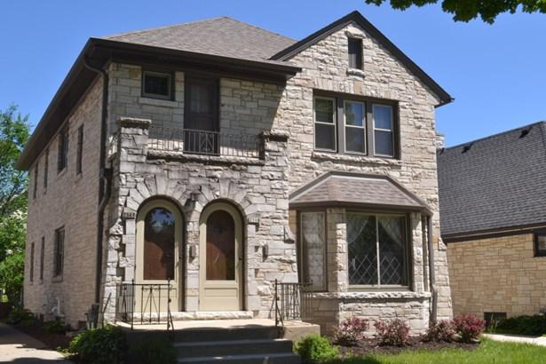 Beautiful stone exterior (photo 1)