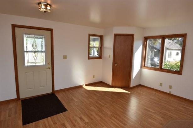 Large Entry Closet (photo 5)