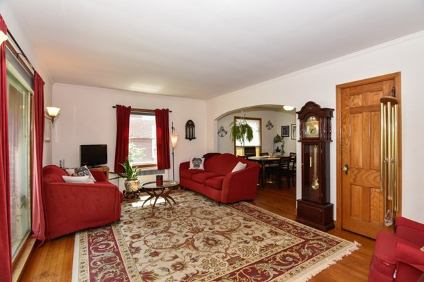 Living Room w/HWF (photo 3)