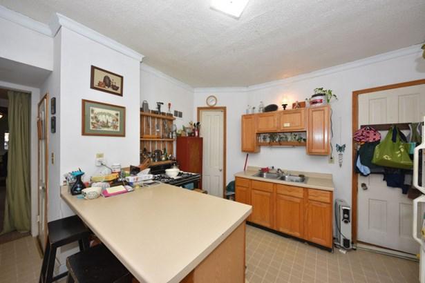 Unit 2 Kitchen (photo 4)