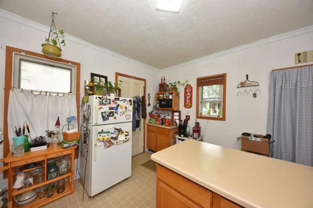 Unit 2 Kitchen (photo 5)
