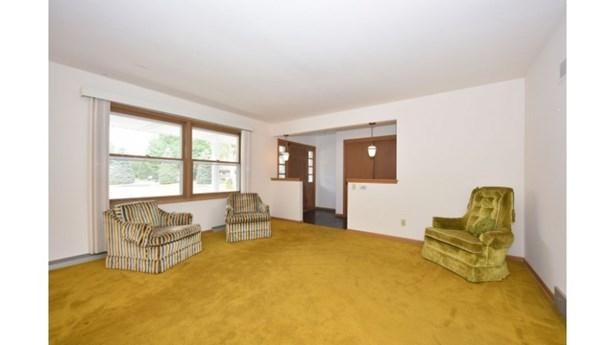 Elegant Foyer (photo 4)