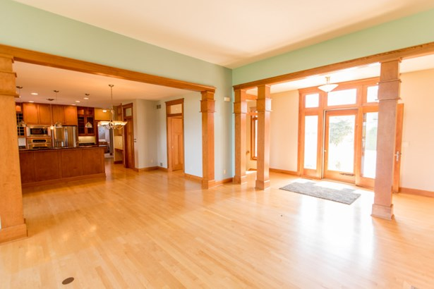 Front foyer/dining/Kitchen (photo 4)