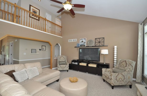 Spectacular Open Great Room! (photo 5)
