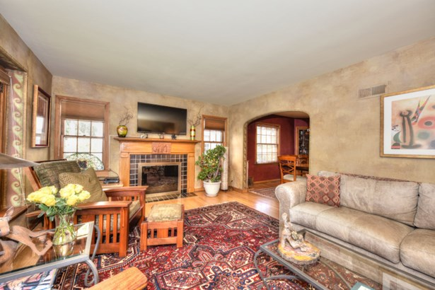 Warm & Inviting Living Room (photo 2)
