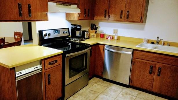 Kitchen w/ new appliances (photo 1)