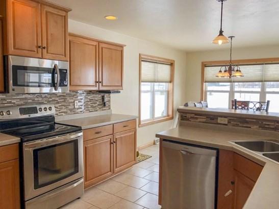 Kitchen with Tile Back Splash (photo 5)